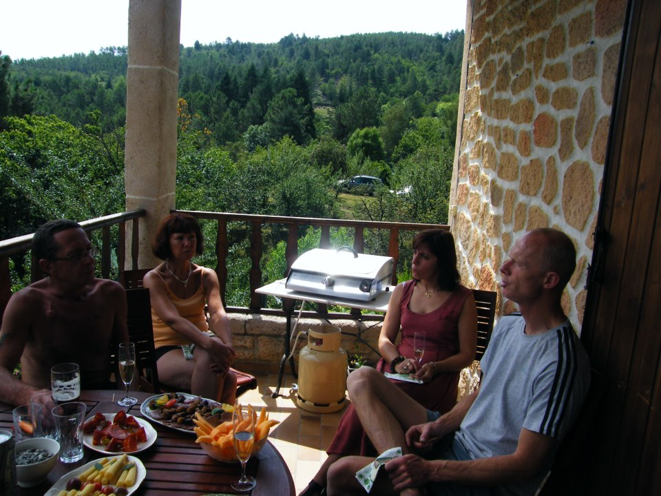 Déjeuner au balcon